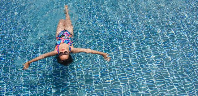 W czym na basen, czyli jaki czepek do pływania wybrać